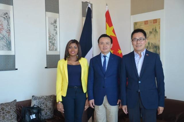 Presidenta de IEPES LAC, Claritza de la Cruz, destaca en un encuentro interés de jóvenes dominicanos por nutrirse de la cultura china