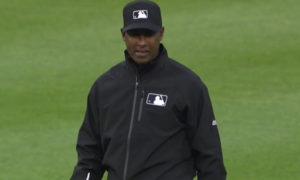 El dominicano Ramón de Jesús Ferrer fue el árbitro que se encontraba en la primera base del partido entre los Angelinos de Anaheim y los Tigres en Detroit.