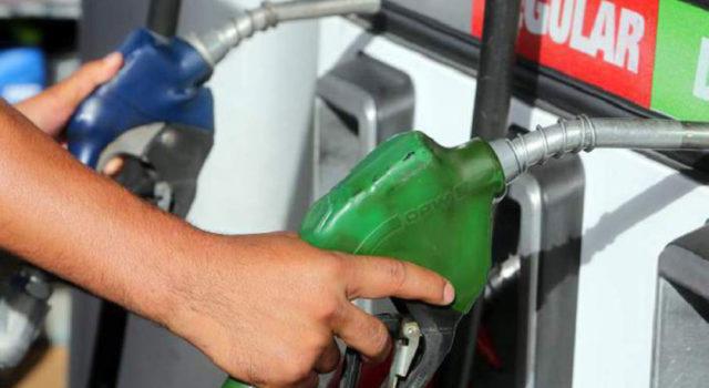Gobierno baja precios de los combustibles