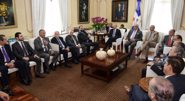Destacados empresarios del país realizan visita de cortesía al presidente Danilo Medina