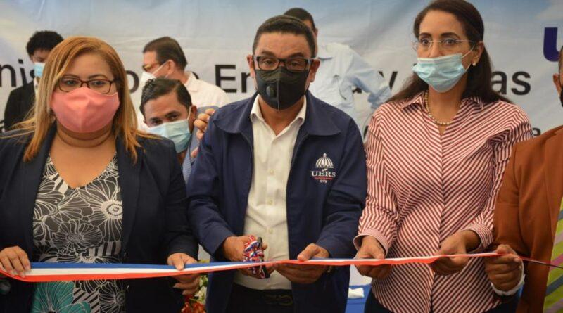 Más de 300 comunitarios son beneficiados por la UERS con obra de electrificación rural en Azua